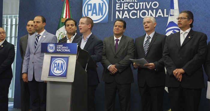 Anaya Cortés estuvo acompañado de los coordinadores parlamentarios en el Senado y la Cámara de Diputados. Foto: Luis Barrón, SinEmbargo.