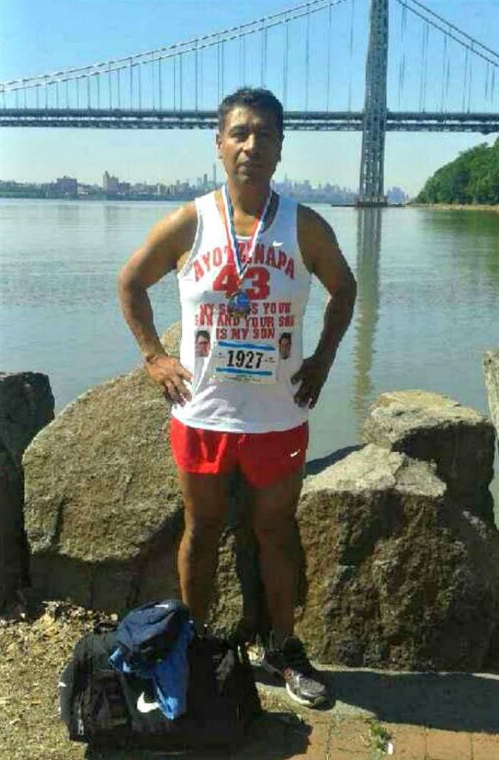 El padre de uno de los normalistas participó en el Maratón de Nueva York para apoyar la causa. Foto: José Antonio Tizapa
