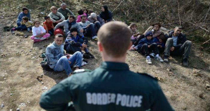 Autoridades estadounidenses detuvieron a ocho ciudadanos sirios, además de a cinco paquistaníes y un afgano, cuando intentaban cruzar la frontera entre México y EU. Foto: EFE / Archivo