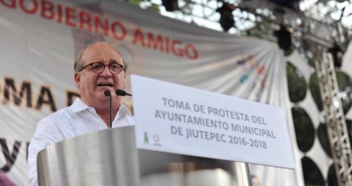 Graco Ramírez estuvo presente en la toma de protesta del Alcalde de Jiutepec, José Manuel Agüero. Foto: Twitter @gracoramirez
