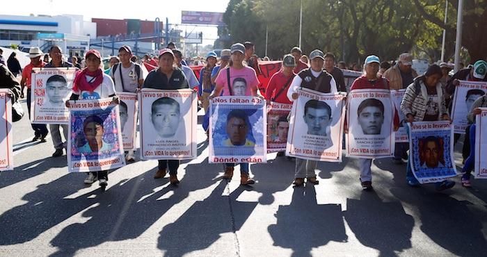 Los padres de los 43 en una de las marchas en la Ciudad de México. Foto: Cuartoscuro