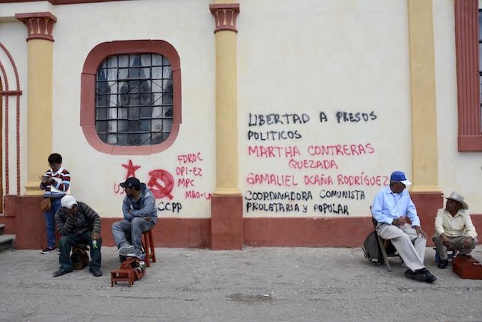 Aspectos de seguridad en los alrededores de la plaza de la paz en San Cristóbal de las casas donde se mantienen maestros en plantón e indígenas que exigen la liberación de presos políticos. Foto: Cuartoscuro