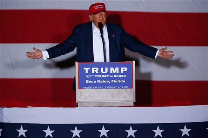 El aspirante a la candidatura presidencial republicana, Donald Trump, pronuncia un discurso de campaña en Boca Ratón, Florida, el domingo 13 de marzo de 2016. Foto: Paul Sancya, AP