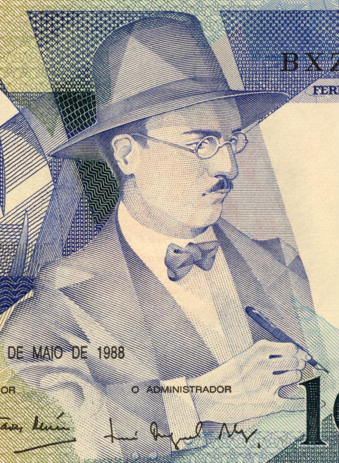 CIRCA 1988: Fernando Pessoa (1888-1935) on 100 Escudos 1988 Banknote from Portugal. Foto: Georgios Kollidas / Shutterstock.com