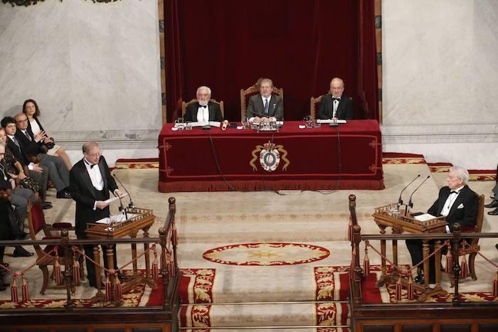 Lectura del discurso de ingreso de Félix de Azúa. Foto: Facebook RAE