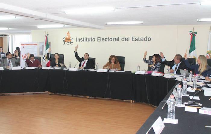 el Consejo General del IEE aprobó por 5 votos y 2 en contra postergar la procedencia de la candidatura de la ex panista hasta el 8 de abril, otorgándole el derecho de audiencia y pueda desahogar defenderse de las acusaciones del PAN. Foto: IEE.
