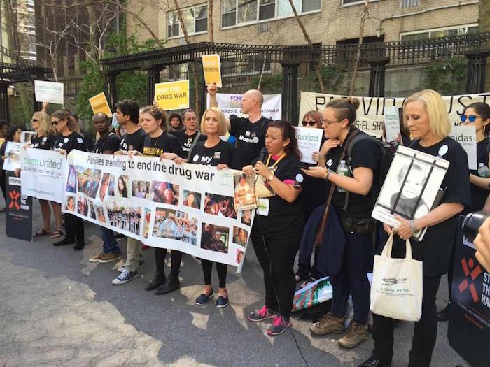 Familiares hicieron una oración por víctimas de la guerra contra las drogas. Foto: Facebook
