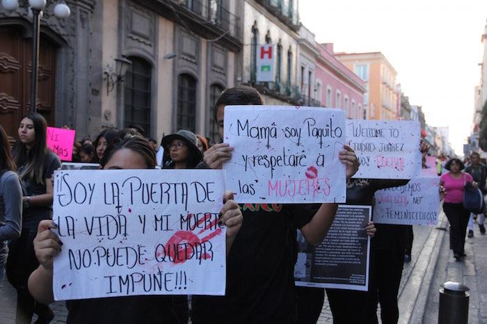 En febrero pasado, cientos de personas marcharon por las calles de la ciudad de Puebla para exigir un basta a los feminicidios. Foto: Luis Barrón, SinEmbargo