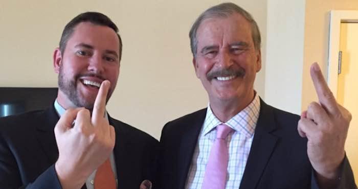 En la imagen, el ex Presidente de México, Vicente Fox Quezada (der.), y un acompañante. Foto: Kick Ass Politics.