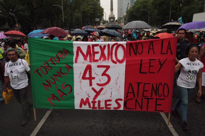 Los padres de los normalistas desaparecidos marcharon 20 meses después, para exigir la aparición de sus hijos. Foto: Valentina López