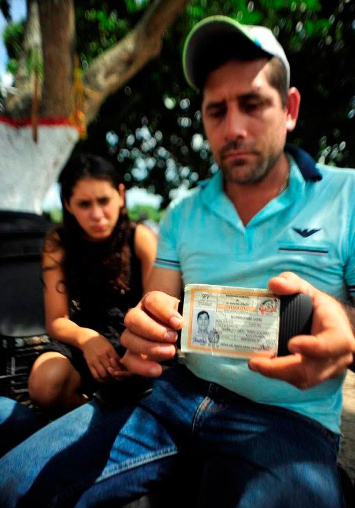 El padres y esposo de las víctimas. Foto: BlogExpediente