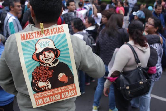Padres de familia se sumaron ayer a las movilizaciones de la CNTE en contra de la REforma Educativa. Foto: Francisco Cañedo, SinEmbargo