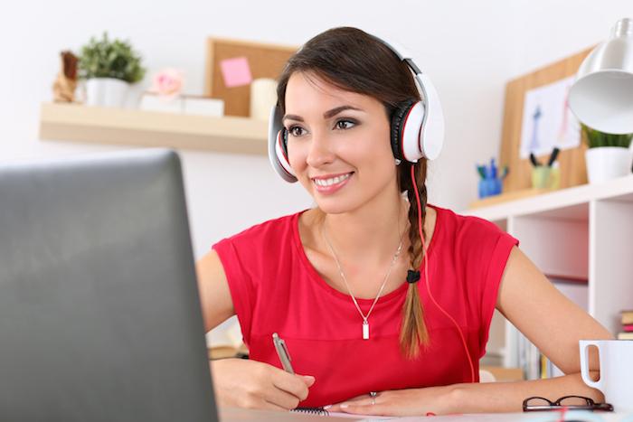 La formación online cuenta con foros interactivos, material multimedia y herramientas web y aplicaciones. Foto Shutterstock archivo