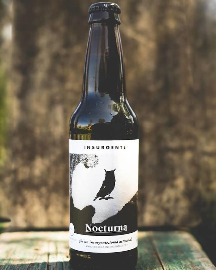 Esta cerveza se lanzó para celebrar el aniversario de la cervecería, pero por la buena aceptación se añadió a la línea. Foto: Facebook (cerveceria.insurgente)