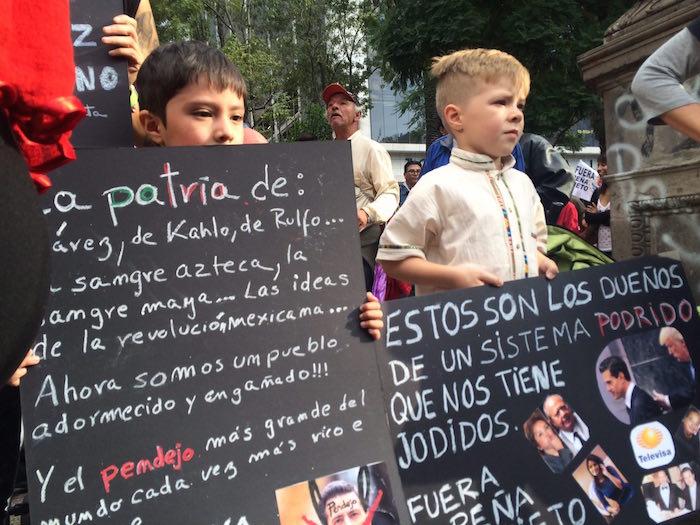 Niños, jóvenes y adultos se sumaron a la marcha convocada en redes sociales. Foto: Sandra Sánchez, SinEmbargo