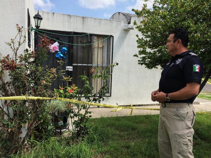 El comisario de la policía municipal de Tlajomulco, César Navarro, recuerda cómo encontró los tres cadáveres. Foto: ICE News