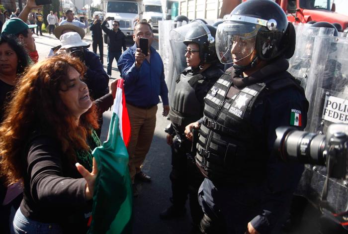 En Toluca, la capital del Edomex, los manifestantes confrontaron a la policía. Foto: Cuartoscuro