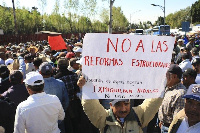 Alrededor de mil 500 campesinos de Hidalgo llegaron en caravana hasta la Cámara de Diputados. Foto: Cuartoscuro.