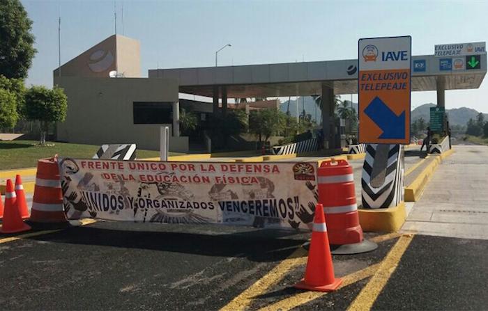 La toma de los maestros en Guerrero. Foto: El Sur