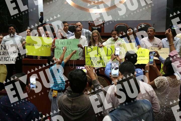 La protesta en el Congreso. Foto: Jessica Torres, El Sur