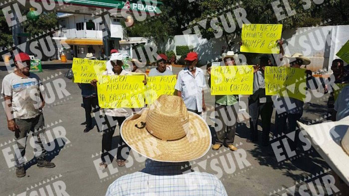 Protestas en Petatlan. Foto: Brenda Escobar, El Sur