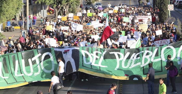 Más de 3 mil personas se sumaron a la marcha de protesta contra el alza al transporte público que autorizó el Ayuntamiento de León. Foto: Cuartoscuro