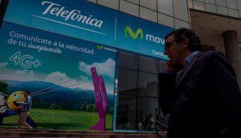 """Venezuela pide a empresas de telefonía """"actitud proactiva"""" ante falta de divisas"""