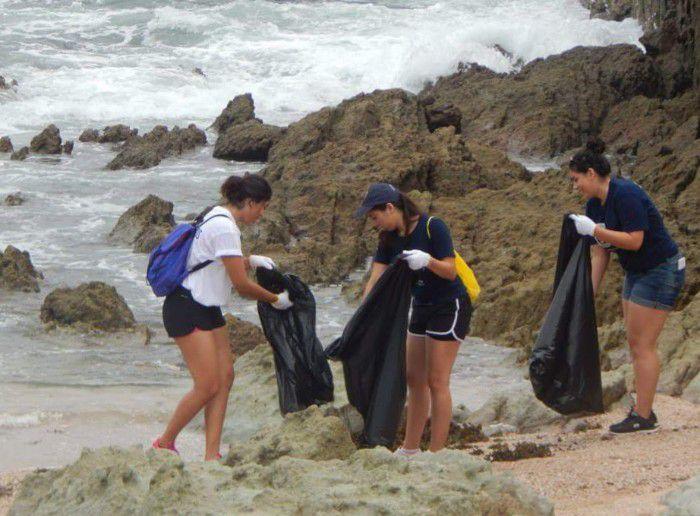 En Mazatlán, Cancún, Puerto Escondido, Mahahual, Los Cabos y Ciudad del Carmen -6 de las 10 ciudades costeras muestreadas- el plástico representó más del 40 por ciento de los residuos hallados.