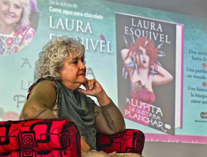 La Mexicana Laura Esquivel Relanza A Lupita Le Gustaba Planchar En Forma De Novela Gráfica Sinembargo Mx