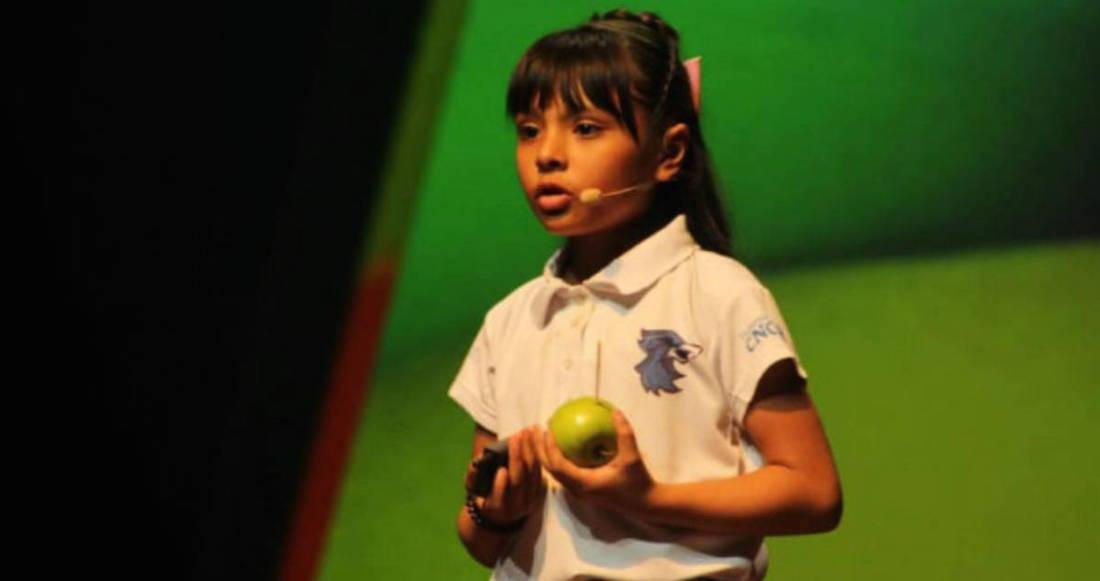 1573589345 481460 1573589510 noticia normal - ¿Quién es Adhara Pérez, la niña mexicana cuya inteligencia es comparada con la de Einstein y Hawking?