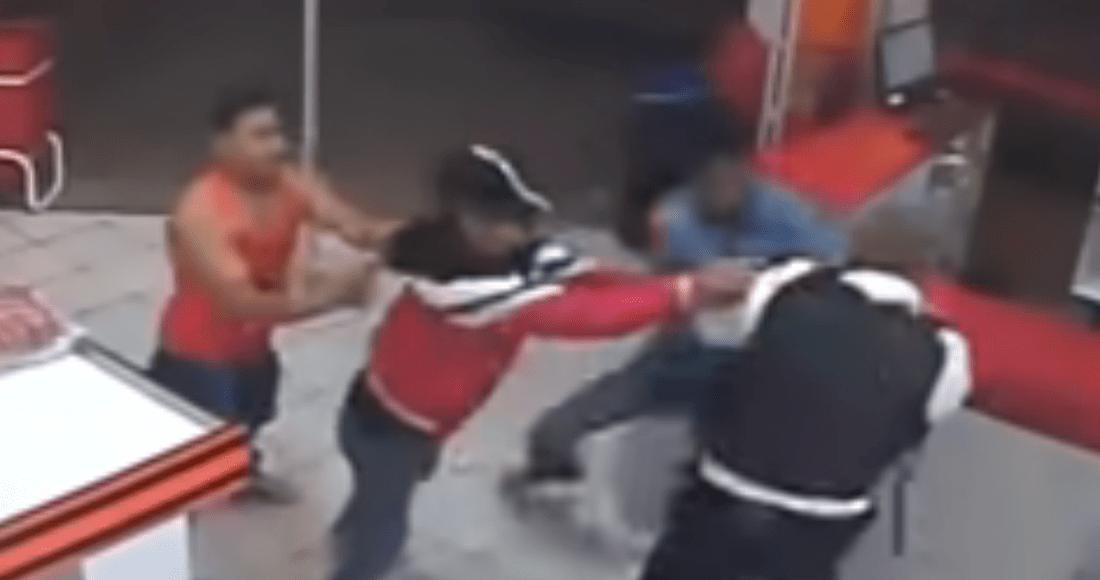 captura de pantalla 2020 01 21 a las 9 11 49 - VIDEO: Trabajador golpea con un tanque de gas a delincuente y frustra asalto en calles de Colombia