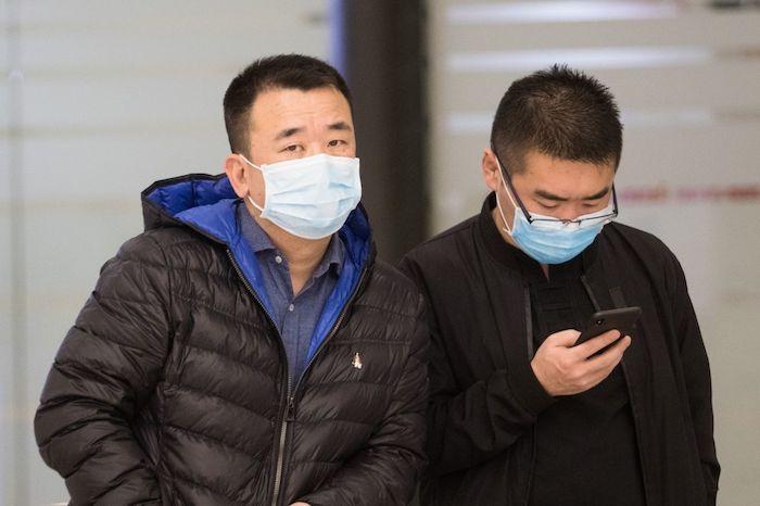 En el Aeropuerto Internacional de la Ciudad de México se observan viajantes con cubrebocas ante la alerta mundial de coronavirus. Foto: Moisés Pablo, Cuartoscuro