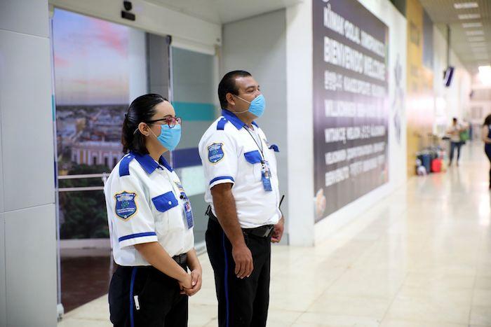 Yucatán instala filtros de vigilancia sanitaria para fortalecer la detección de casos sospechosos de coronavirus en aeropuertos y terminales de camiones. Foto: Francisco Balderas, Cuartoscuro