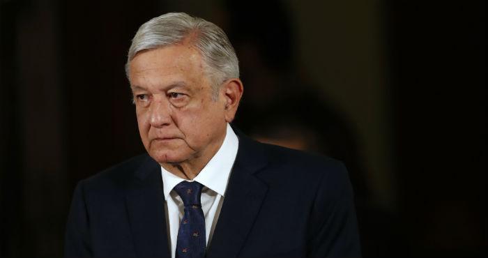 El Presidente Andrés Manuel López Obrador llega a su conferencia de prensa diaria en el Palacio Nacional de la Ciudad de México, el martes 24 de marzo de 2020.