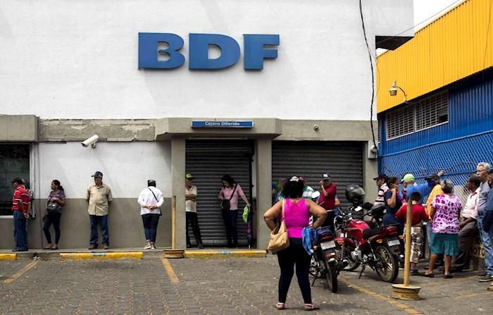 banco-bdf-managua-nicaragua-ancianos-pensión-filas
