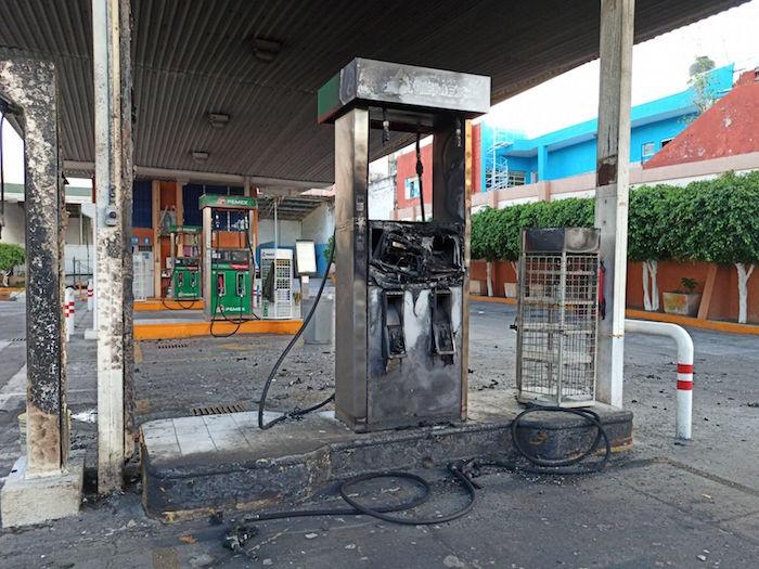 Diversos vehículos y establecimientos fueron quemados tras la detención de presuntos integrantes del Cártel de Santa Rosa de Lima.