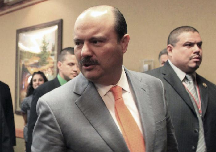 En esta fotografía de archivo del 5 de octubre de 2012, César Duarte, en ese entonces Gobernador del estado mexicano de Chihuahua, asiste a la 30ma Conferencia de Gobernadores Fronterizos en Albuquerque, Nuevo México.