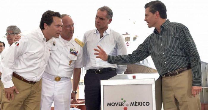 Lozoya frente a Peña Nieto en una foto de 2015.