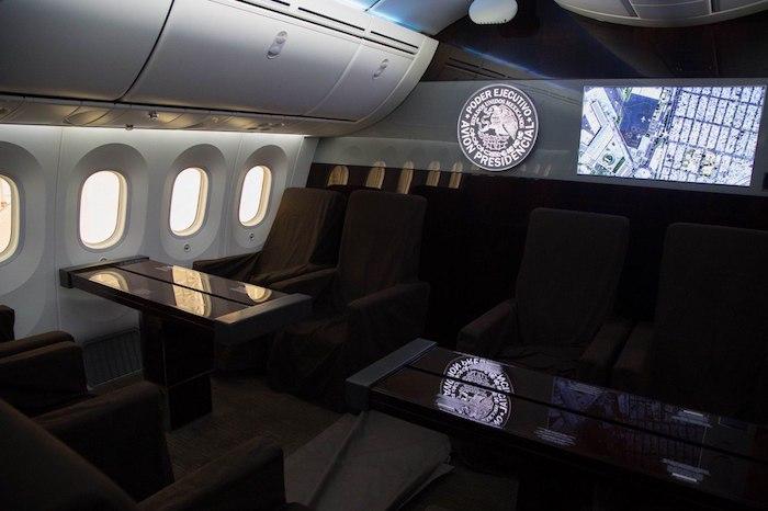 """En el lujoso avión """"José María Morelos y Pavón"""", Peña Nieto viajó por dos años y seis meses; la aeronave realizó 214 operaciones durante la administración del priista mexiquense y recorrió una distancia superior a los 600 mil kilómetros."""