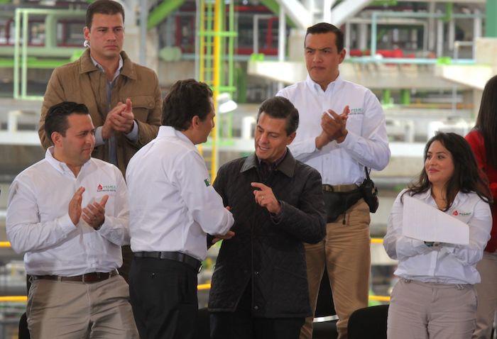 Enrique Peña Nieto, expresidente de México, y Emilio Lozoya en Tula, Hidalgo, el 8 de diciembre de 2015.