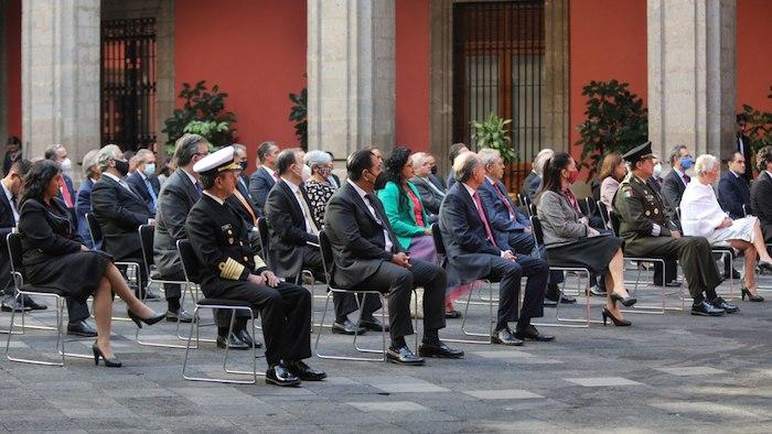 Parte de los invitados en el patio central de Palacio Nacional.