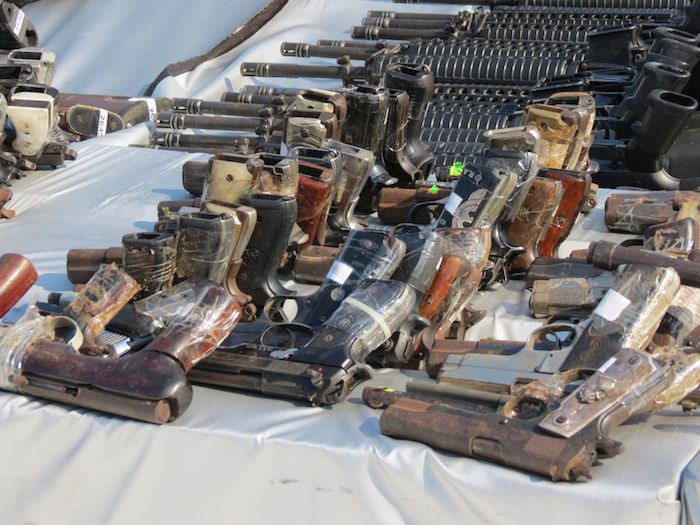 Armas a punto de ser destruidas por las autoridades mexicanas.
