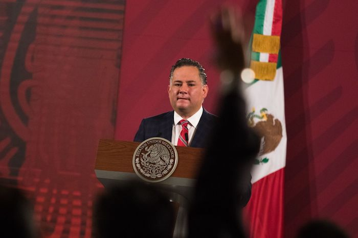 Santiago Nieto Castillo, titular de la Unidad de Inteligencia Financiera (UIF) durante una conferencia de prensa en Palacio Nacional.