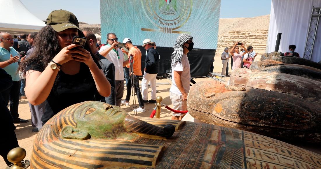 befunky collage 7 - FOTOS: Expertos hallan 16 pozos funerarios de época grecorromana en templo de Taposiris Magna, en Egipto