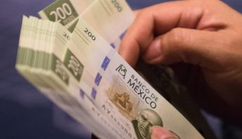 billetes-200-pesos-manos