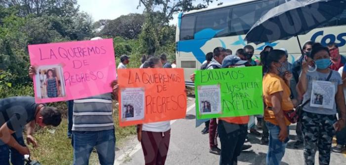 El sábado, familiares, amigos y estudiantes de la menor bloquearon la carretera Chilpancingo-Chilapa para exigir que se agilizara su búsqueda.