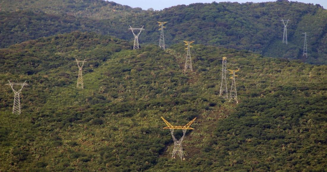 cfe antenas energia electrica - La CFE enfrenta varios aLa CFE de Bartlett echa chispas y puede tronar. Un transformador bajo la lluvia. Lo dicen sus datosagones: tropiezos productivos, cortes de luz más usuales y menor ingreso