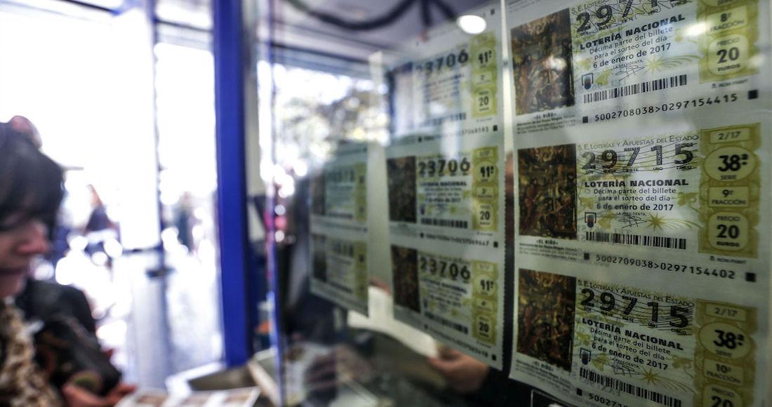 loteria - Una mujer juega la lotería con un conjunto de números que soñó su esposo y gana 60 mdd