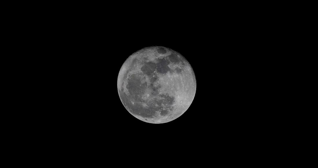 luna - ¿La Luna, como un cometa, tiene cola? Átomos de sodio liberados por meteoritos influyen en su intensidad