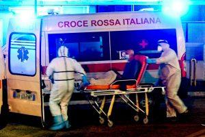 Los contagios y hospitalizaciones siguen incrementando en las ciudades italianas pese a las medidas preventivas. Foto: EFE